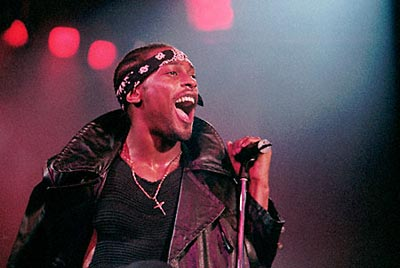 http://allthewaylive.files.wordpress.com/2009/01/dangelo.jpg